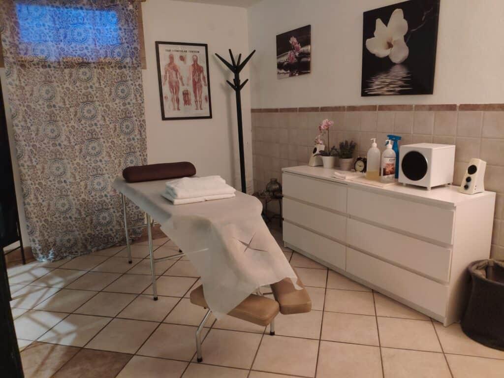 Diplomerad massör inom Svensk klassisk massage, Finsk klassisk massage och Idrottsmassage.